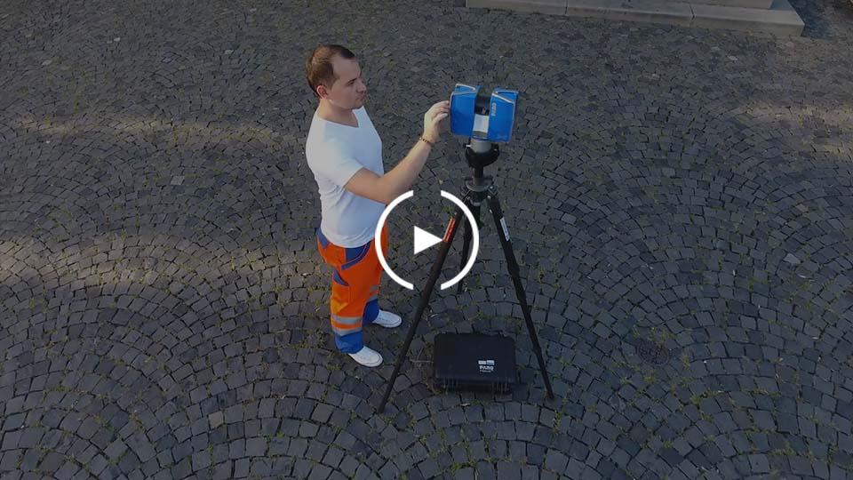 Mann und 3D-Laser