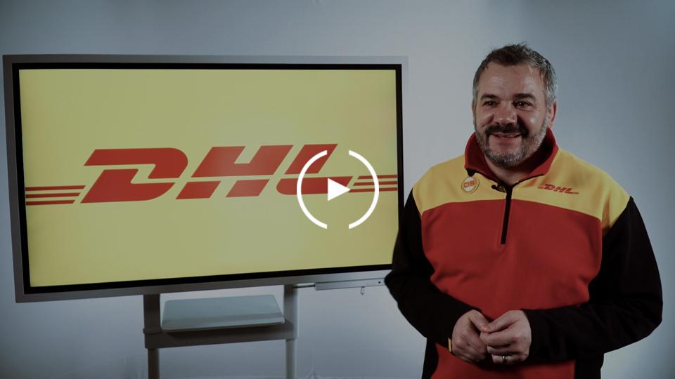 Mann von DHL für Testimonial